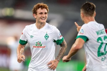 31 July 2021, North Rhine-Westphalia, Duesseldorf: Football: 2nd Bundesliga, Fortuna Düsseldorf - SV Werder Bremen, Matchday 2 at Merkur Spiel-Arena. Bremen\'s goal scorer Joshua Sargent (l) and Niklas Schmidt celebrate after scoring the 0:1. Photo: Marius Becker\/dpa - IMPORTANT NOTE: In accordance with the regulations of the DFL Deutsche Fußball Liga and\/or the DFB Deutscher Fußball-Bund, it is prohibited to use or have used photographs taken in the stadium and\/or of the match in the form of sequence pictures and\/or video-like photo series