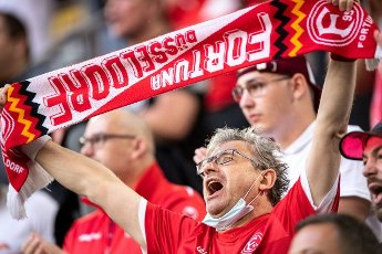31 July 2021, North Rhine-Westphalia, Duesseldorf: Football: 2nd Bundesliga, Fortuna Düsseldorf - SV Werder Bremen, Matchday 2 at the Merkur Spiel-Arena. A Düsseldorf fan cheers on his team. Photo: Marius Becker\/dpa - IMPORTANT NOTE: In accordance with the regulations of the DFL Deutsche Fußball Liga and\/or the DFB Deutscher Fußball-Bund, it is prohibited to use or have used photographs taken in the stadium and\/or of the match in the form of sequence pictures and\/or video-like photo series