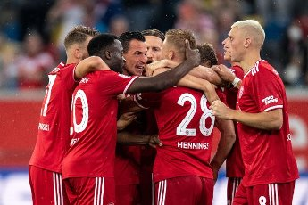 31 July 2021, North Rhine-Westphalia, Duesseldorf: Football: 2nd Bundesliga, Fortuna Düsseldorf - SV Werder Bremen, Matchday 2 at Merkur Spiel-Arena. The Düsseldorf players celebrate after Rouwen Hennings (2nd from right) scored the equaliser to make it 1:1. Photo: Marius Becker\/dpa - IMPORTANT NOTE: In accordance with the regulations of the DFL Deutsche Fußball Liga and\/or the DFB Deutscher Fußball-Bund, it is prohibited to use or have used photographs taken in the stadium and\/or of the match in the form of sequence pictures and\/or video-like photo series