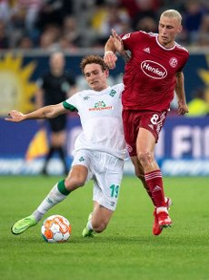31 July 2021, North Rhine-Westphalia, Duesseldorf: Football: 2nd Bundesliga, Fortuna Düsseldorf - Werder Bremen, Matchday 2 at Merkur Spiel-Arena. Bremen\'s Joshua Sargent (l) and Düsseldorf\'s Jakub Piotrowski fight for the ball. Photo: Marius Becker\/dpa - IMPORTANT NOTE: In accordance with the regulations of the DFL Deutsche Fußball Liga and\/or the DFB Deutscher Fußball-Bund, it is prohibited to use or have used photographs taken in the stadium and\/or of the match in the form of sequence pictures and\/or video-like photo series