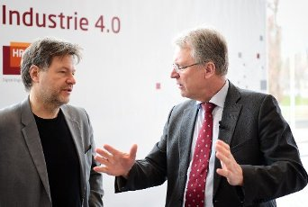 20 February 2020, Brandenburg, Potsdam: Robert Habeck (l), Co-Chairman of Bündnis 90/Die Grünen, and Christoph Meinel, Director and CEO of the Hasso Plattner Institute (HPI), talk before the start of the HPI