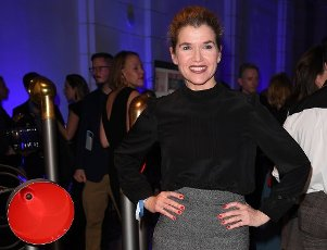 21 February 2020, Berlin: 70th Berlinale, Party Blue Hour: Anke Engelke The International Film Festival takes place from 20.02. to 01.03.2020. Photo: Britta Pedersen/dpa-zentralbild/