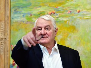 20 February 2020, Brandenburg, Potsdam: Entrepreneur Hasso Plattner speaks Entrepreneur Hasso Plattner is standing in front of the picture