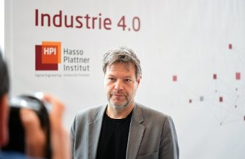 20 February 2020, Brandenburg, Potsdam: Robert Habeck, Co-Chairman of Bündnis 90/Die Grünen, comes to the Industry 4.0 Conference of the Hasso Plattner Institute (HPI). At the conference, experts will discuss how CO2 emissions in industry can be reduced with the help of digitalization. Photo: Soeren Stache/dpa-Zentralbild/