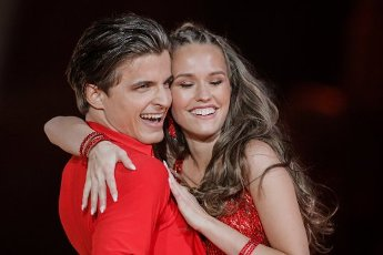 """21 February 2020, North Rhine-Westphalia, Cologne: Laura Müller, TV personality, and Nikita Kuzmin, professional dancer, dance in the RTL dance show """"Let"""