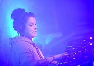 "01 April 2020, Berlin: DJane Bonnie Ford plays in the club ""Rummels Bucht"" as part of the initiative ""UnitedWeStream"". The livestream #UnitedWeStream with DJ sets from the closed Berlin clubs, which has been broadcast daily for two weeks, is to be expanded. Photo: Britta Pedersen/dpa-Zentralbild/"