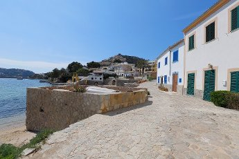 10 April 2020, Spain, Port Andratx: Empty streets in an old village on the island of Mallorca. . Normally at Easter the season starts in Mallorca. Now the hotels on the holiday island are all closed. Photo: Clara Margais/