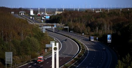 10 April 2020, Saxony-Anhalt, Marienborn: There is little traffic on the Autobahn 2, near the memorial to the German division of Marienborn. Photo: Ronny Hartmann/dpa-Zentralbild/