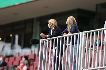 Martina Voss-Tecklenburg, federal coach, left, Nia Kunzer, right firo, sports, football, cup final: season 2019\/2020, 04.07.2020 DFB Cup final women, women, VfL Wolfsburg - SGS Essen Photo: Ralf Ibing \/ firosportphoto \/ POOL For journalistic purposes only! Only for editorial use! | usage