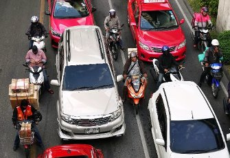 21 October 2019, Thailand, Bangkok: There is dense traffic with vehicles of all kinds in the city. Photo: Soeren Stache\/dpa-Zentralbild