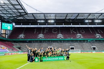 04 July 2020, North Rhine-Westphalia, Cologne: Football, women: DFB-Pokal, VfL Wolfsburg - SGS Essen, Final at RheinEnergieStadion. The women of Wolfsburg cheer after their 7:5 victory after a penalty shoot-out with the cup in front of the empty spectator stands. Photo: Rolf Vennenbernd\/dpa - IMPORTANT NOTE: In accordance with the regulations of the DFL Deutsche Fußball Liga and the DFB Deutscher Fußball-Bund, it is prohibited to exploit or have exploited in the stadium and\/or from the game taken photographs in the form of sequence images and\/or video-like photo series