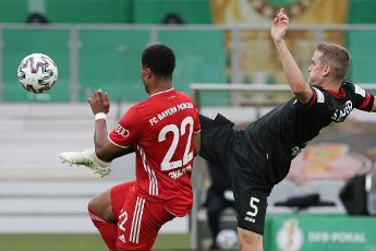 04 July 2020, Berlin: Football: DFB Cup, Final: Bayer Leverkusen - FC Bayern Munich in the Olympic Stadium. Bavaria\'s Serge Gnabry (l) fights for the ball with Leverkusen\'s Sven Bender. Photo: Michael Sohn\/AP Pool\/dpa - IMPORTANT NOTE: In accordance with the regulations of the DFL Deutsche Fußball Liga and the DFB Deutscher Fußball-Bund, it is prohibited to exploit or have exploited in the stadium and\/or from the game taken photographs in the form of sequence images and\/or video-like photo series