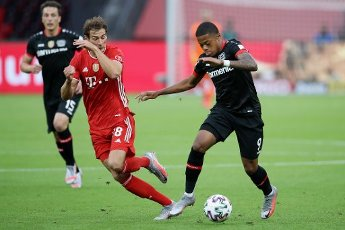 04 July 2020, Berlin: Football: DFB Cup, Final: Bayer Leverkusen - FC Bayern Munich in the Olympic Stadium. Bavaria\'s Leon Goretzka (l) and Leverkusen\'s Leon Bailey fight for the ball. Photo: Alexander Hassenstein\/Getty Images Europe\/Pool\/dpa - IMPORTANT NOTE: In accordance with the regulations of the DFL Deutsche Fußball Liga and the DFB Deutscher Fußball-Bund, it is prohibited to exploit or have exploited in the stadium and\/or from the game taken photographs in the form of sequence images and\/or video-like photo series