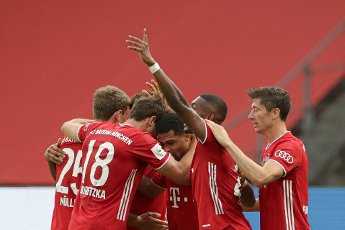 04 July 2020, Berlin: Football: DFB Cup, Final: Bayer Leverkusen - FC Bayern Munich in the Olympic Stadium. Bavaria\'s Serge Gnabry (M) celebrates his goal with team mates. Photo: Michael Sohn\/AP Pool\/dpa - IMPORTANT NOTE: In accordance with the regulations of the DFL Deutsche Fußball Liga and the DFB Deutscher Fußball-Bund, it is prohibited to exploit or have exploited in the stadium and\/or from the game taken photographs in the form of sequence images and\/or video-like photo series