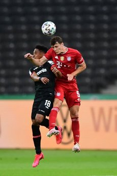 04 July 2020, Berlin: Football: DFB Cup, Final: Bayer Leverkusen - FC Bayern Munich in the Olympic Stadium. Munich\'s Benjamin Pavard (r) and Leverkusen\'s Wendell fight for the ball. IMPORTANT NOTICE: In accordance with the regulations of the DFL Deutsche Fußball Liga and the DFB Deutscher Fußball-Bund, it is prohibited to use or have used in the stadium and\/or photographs taken of the game in the form of sequence images and\/or video-like photo series. Photo: Robert Michael\/dpa-Zentralbild\/Pool