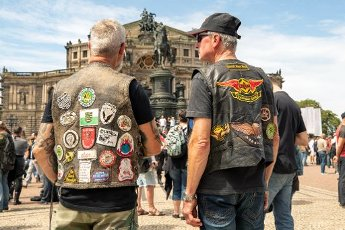 04 July 2020, Saxony, Dresden: More than 1,000 bikers came to Dresden\'s Theaterplatz to protest against driving bans and the demands of the Bundesrat to reduce motorcycle noise. The protest action is taking place nationwide. Photo: Daniel Schäfer\/dpa-Zentralbild