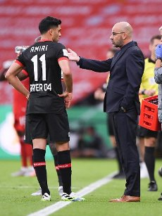 coach, Peter Bosz, from Bayer Leverkusen, with, and, Nadiem Amiri, whole figure sport, football, cup final: season 2019\/2020, 04.07.2020 DFB-Pokal final of the men Bayer Leverkusen - FC Bayern Munich, Muenchen photo: Marvin Ibo Gungor \/ GES \/ POOL \/ via firosportphoto For journalistic purposes only! Only for editorial use! | usage