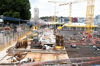 08 July 2020, Baden-Wuerttemberg, Stuttgart: Workers are concreting on the major construction site for the multi-billion euro Stuttgart 21 railway project at the new main railway station in Stuttgart. Photo: Bernd Weißbrod