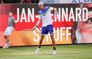 "13 July 2020, Berlin: Tennis: Invitational tournament ""bett1aces"" for ladies and gentlemen at the Steffi Graf Stadium. Men, singles, quarter-finals, Bautista Agut (Spain) - Struff (Germany). Jan-Lennard Struff in action. Photo: Andreas Gora"