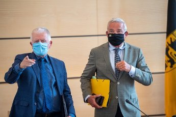 "02 July 2020, Baden-Wuerttemberg, Stuttgart: Thomas Strobl (CDU, r), Minister of the Interior, Digitisation and Migration of Baden-Württemberg, and Fritz Kuhn (Bündnis 90\/Die Grünen), Lord Mayor of Stuttgart, stand side by side during the signing of the security partnership ""Stuttgart sicher erleben"" (experience Stuttgart safely). Photo: Sebastian Gollnow"