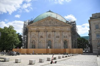 13 July 2020, Berlin: The St. Hedwigs Cathedral is scaffolded for construction work. Critics try to prevent parts of the reconstruction in court. Several copyright suits against the redesign of the church interior will be heard before the Berlin Regional Court on 14 July. Photo: Britta Pedersen\/dpa-Zentralbild