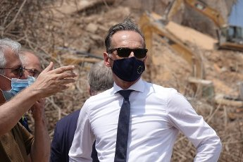 12 August 2020, Lebanon, Beirut: Heiko Maas (SPD), Foreign Minister, is standing at the site of the explosion. More than a week after the devastating explosion in the port of Beirut, the Federal Foreign Minister is visiting the site of the disaster. Photo: Michael Fischer\/dpa