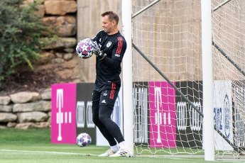 12 August 2020, Portugal, Lagos: Football: Champions League, FC Bayern in training camp in the Algarve before the final tournament in Lisbon. Goalkeeper Manuel Neuer of FC Bayern Munich trains during a training session on a football pitch from the team hotel in Tor. Photo: Matthias Balk\/dpa