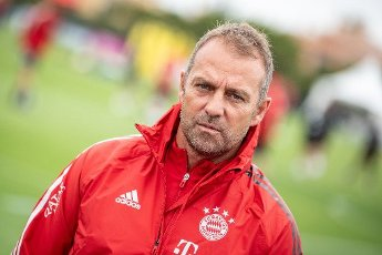 12 August 2020, Portugal, Lagos: Football: Champions League, FC Bayern in training camp in the Algarve before the final tournament in Lisbon. Coach Hansi Flick of FC Bayern Munich talks to a group of reporters during a training session on a football pitch at the team hotel. Photo: Matthias Balk\/dpa
