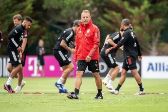 12 August 2020, Portugal, Lagos: Football: Champions League, FC Bayern in training camp in the Algarve before the final tournament in Lisbon. Coach Hansi Flick of FC Bayern Munich is watching his team\'s training session on a football pitch at the team hotel. Photo: Matthias Balk\/dpa
