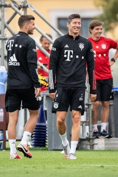 12 August 2020, Portugal, Lagos: Football: Champions League, FC Bayern in training camp in the Algarve before the final tournament in Lisbon. Lucas Hernandez (l) and Robert Lewandowski of FC Bayern Munich laugh during a training session on a football pitch at the team hotel. Photo: Matthias Balk\/dpa
