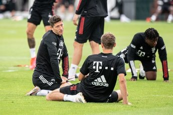 12 August 2020, Portugal, Lagos: Football: Champions League, FC Bayern in training camp in the Algarve before the final tournament in Lisbon. Robert Lewandowski (l) and Thomas Müller are talking during a stretching exercise during a training session on a football pitch from the team hotel. Photo: Matthias Balk\/dpa