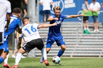 Marco Thiede (KSC) in a duels with Anthony Barylla (Saarbruecken). GES \/ Football \/ 2. Bundesliga: Test match KSC - 1.FC Saarbruecken, August 12th, 2020 - Football \/ Soccer 1st Division: Testmatch KSC - 1.FC Saarbruecken, Karlsruhe, Aug 12, 2020 - DFL regulations prohibit any use of photographs as image sequences and \/ or quasi-video. | usage worldwide
