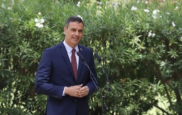 12 August 2020, Spain, Palma: Pedro Sanchez, Prime Minister of Spain, speaks at a press conference after his meeting with King Felipe VI at the Palacio de Marivent in Palma de Mallorca. This was Sanchez\'s first public appearance with the monarch after the announcement that the former king Juan Carlos, who is suspected of corruption, has left Spain. Photo: Clara Margais\/dpa