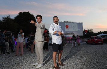 """12 August 2020, Bavaria, Munich: The actor Samuel Schneider (l) and the actor Edin Hasanovic show up at the premiere of """"Hello Again - One day forever"""" at the PopUp drive-in cinema at the Filmfest München PopUp. Photo: Felix Hörhager\/dpa"""