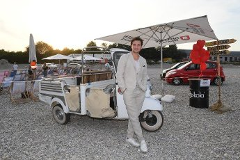 """12 August 2020, Bavaria, Munich: The actor Samuel Schneider shows up at the premiere of """"Hello Again - One day forever"""" in the PopUp drive-in cinema at the Filmfest München PopUp. Photo: Felix Hörhager\/dpa"""
