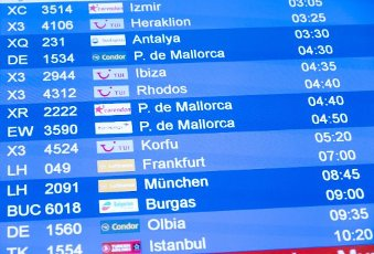 15 August 2020, Lower Saxony, Hanover: The destinations Ibiza and Mallorca are shown on the display at Hannover Airport. Following the classification of almost the whole of Spain, including Majorca, as a risk area due to high corona figures, the Tui travel group has cancelled all package tours there from Saturday. Customers will be offered rebookings to other destinations, for example the Canary Islands, says a Tui spokesman. Photo: Peter Steffen\/dpa