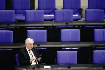 01 October 2020, Berlin: Horst Seehofer (CSU), Federal Minister of the Interior, for Building and Homeland Affairs, sits alone in the Bundestag on the government bench. The topic of the meeting is the federal government\'s draft bill for the 2021 budget law. Photo: Kay Nietfeld\/dpa