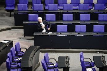 01 October 2020, Berlin: Horst Seehofer (CSU), Federal Minister of the Interior, for Building and Homeland Affairs, sits alone on the government bench in the Bundestag. The topic of the meeting is the federal government\'s draft bill for the 2021 budget law. Photo: Kay Nietfeld\/dpa