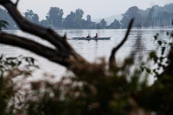 01 October 2020, Berlin: Rowers are on their way on the Wannsee. Photo: Paul Zinken\/dpa-Zentralbild\/dpa