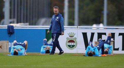 firo: 30.09.2020, soccer ball, 1st Bundesliga, season 2020\/2021, FC Schalke 04, training DR. ANDREAS SCHLUMBERGER | usage worldwide