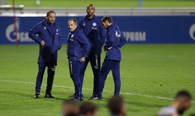 firo: 30.09.2020, Fuvuball, 1st Bundesliga, season 2020\/2021, FC Schalke 04, training coach meeting left to right: Sascha Lense, Manuel Baum, Naldo and Matthias Kreutzer | usage worldwide