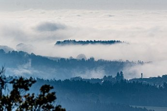 01 October 2020, Bavaria, Pilgramsberg: View from Pilgramsberg to the landscape of the Bavarian Forest in the fog. Photo: Armin Weigel\/dpa