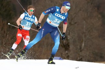 03 March 2021, Bavaria, Oberstdorf: Nordic skiing: World Championships, cross-country - 15 km freestyle, men. Dominik Bury from Poland (l) and Dario Cologna from Switzerland in action. Photo: Daniel Karmann\/dpa