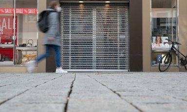 03 March 2021, Lower Saxony, Osnabrück: The roller shutter of a shop is down because the shop is not allowed to open due to the current Corona situation. Many shops are threatened with a sharp drop in sales or even closure due to the Corona pandemic. Photo: Friso Gentsch\/dpa
