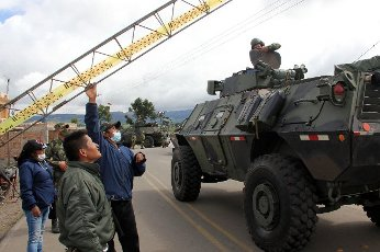Indigenous guard and Colombian soldiers working to prevent the passage of citizens of other nationalities from Ecuador to Colombia in Carlosama, Colombia, 04 April 2020 (Issued 05 April 2020). Colombia