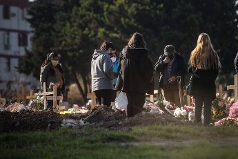 Relatives of a deceased person attend the funeral in the Flores cemetery where burials are carried out under the protocols established due to the COVID-19 pandemic, today in Buenos Aires, Argentina 12 August 2020. EFE\/Juan Ignacio Roncoroni