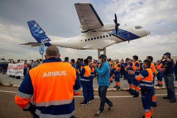 Workers from San Pablo\'s Airbus plant in Seville protest in solidarity of their colleagues against the possible closure of the Puerto Real plant in Cadiz, 19 April 2021. Workers protest against the closure of the plant in Cadiz that would affect 280 families. EFE\/ Julio Munoz