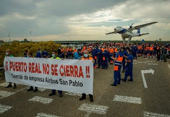 Workers from San Pablo\'s Airbus plant in Seville hold a banner that reads \'Puerto Real will not be closed!\' during a protest in solidarity of their colleagues against the possible closure of the Puerto Real plant in Cadiz, 19 April 2021. Workers protest against the closure of the plant in Cadiz that would affect 280 families. EFE\/ Julio Munoz