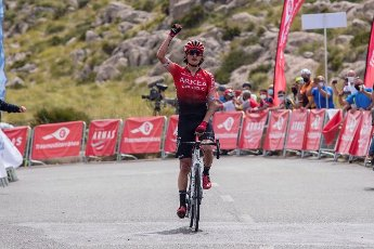 Colombian cyclist Winner Anacona of Team Arkea Samsic celebrates his victory at the third stage of the 30th Challenge Ciclista Mallorca cycling race in Andratx, Majorca island, Spain, 15 May 2021. The stage covers 161.3 km between Majorca\'s towns of Andratx-Mirador des Colomer. EFE\/Atienza