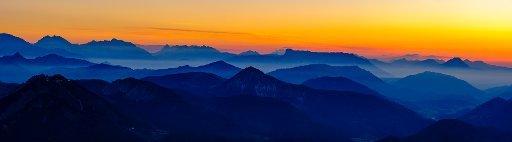 Panorama photo, Alpine panorama at dusk from the Schafbergspitze to the Berchtesgadener Alps, Schafberg, Salzkammergut, Salzburger Land, Austria